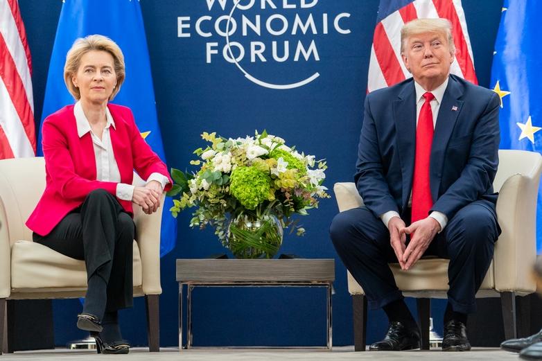 Les présidents de la Commission européenne Ursula von der Leyen et américain Donald Trump, réunis à Davos le 21 janvier, ont abordé les différends commerciaux qui pèsent entre l'UE et les Etats-Unis - Crédits : Flickr White House / Domaine public