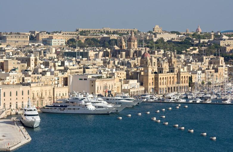 Yachts dans le port de Vittoriosa à Malte