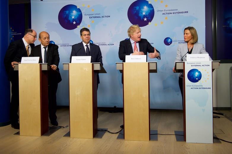 De gauche à droite :  Jean-Yves Le Drian, Sigmar Gabriel, Boris Johnson et Federica Mogherini