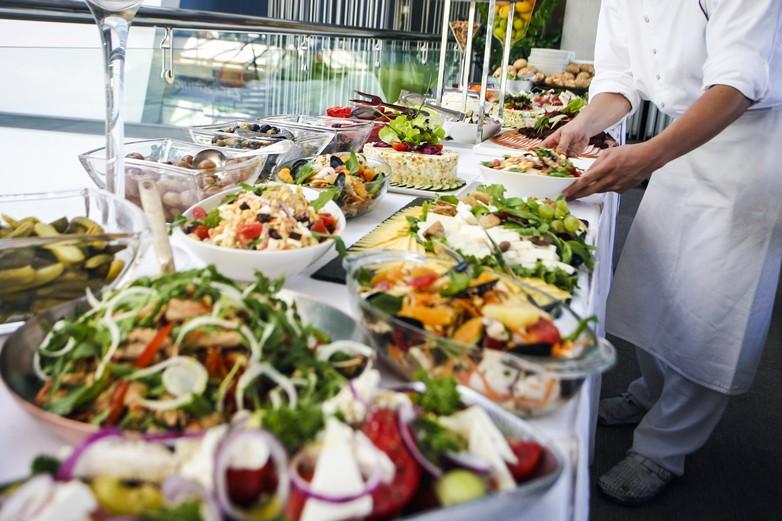Edenred promeut une alimentation équilibrée durant la journée de travail - crédits : GoodLifeStudio / iStock