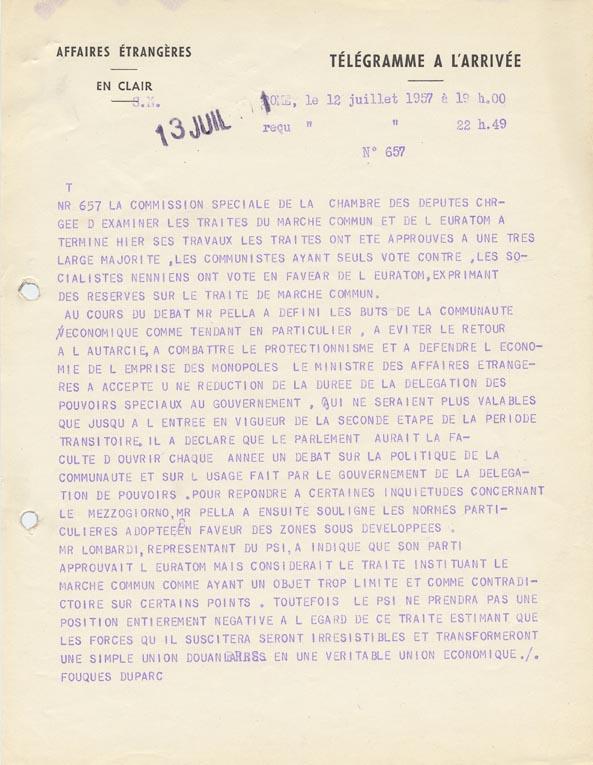 Approbation des traités du Marché commun et de l'Euratom, à une très large majorité, par la commission spéciale de la Chambre des députés. Rome, 12 juillet 1957.