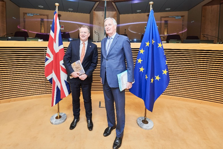 David Frost (à gauche) et Michel Barnier (à droite) lors du dernier cycle de négociations à Bruxelles, en mars 2020