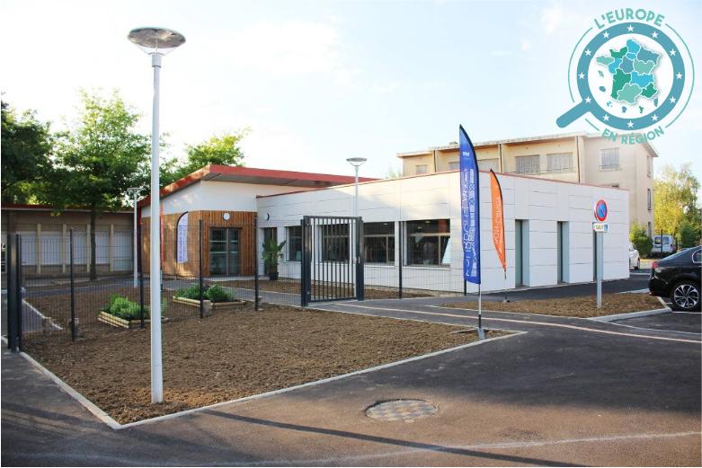 La nouvelle cantine scolaire de l'école Saint-Denis, à Bourbon-Lancy, financée par l'Union européenne, a ouvert ses portes en septembre 2017