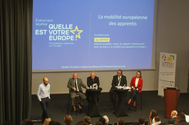 De gauche à droite : Benjamin Déchelle, Mauro Cuzzoni, Jean Arthuis, Gérard Bobier et Sabine Thillaye - Crédits : Justine Daniel