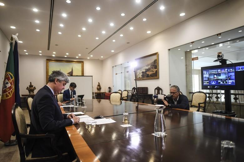 Le président de l'Eurogroupe Mario Centeno en visio-conférence avec les ministres des Finances des pays de la zone euro le 7 avril 2020