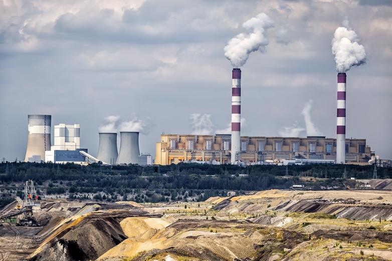 Mine de charbon et centrale thermique de Bełchatów en Pologne - Crédits : ewg3D / iStock