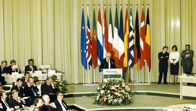 Cérémonie de signature du traité de Maastricht (Maastricht, Pays-Bas), le 7 février 1992