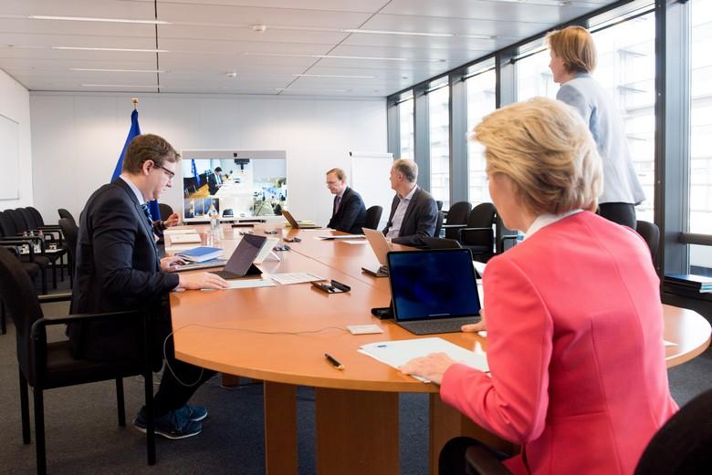 Lors de leur réunion hebdomadaire les commissaires européens ont discuté par vidéo conférence de la réponse européenne à la crise économique liée au coronavirus