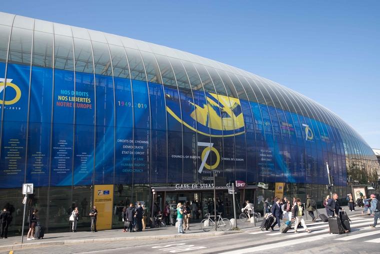 La verrière de la Gare de Strasbourg à l'occasion des 70 ans du Conseil de l'Europe - Crédits : David Paquin