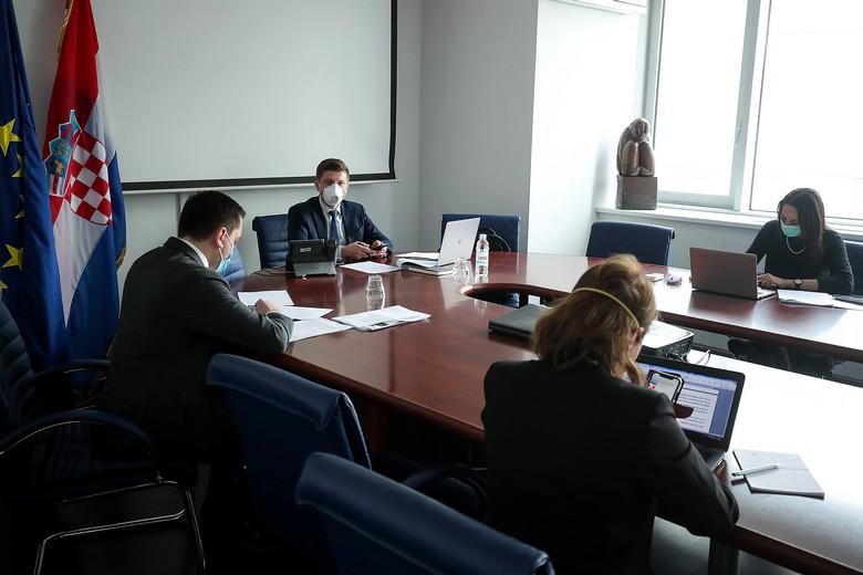 Le ministre des Finances croate, lors de la réunion par vidéo-conférence de l'ensemble des ministres des Finances, lundi 23 mars