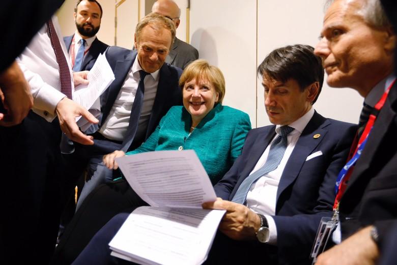 Soulagement de Donald Tusk et d'Angela Merkel