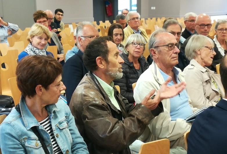 Des habitants d'Olivet ont échangé sur l'Europe le 21 septembre - Crédits : Marie Guitton / Toute l'Europe