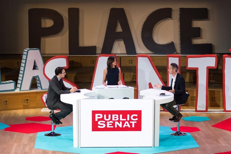 De gauche à droite : les journalistes Marc Bassets et Rebecca Fitoussi et le candidat PCF Ian Brossat le 11 avril 2019 - Crédits : Amélie Laurin / Flickr