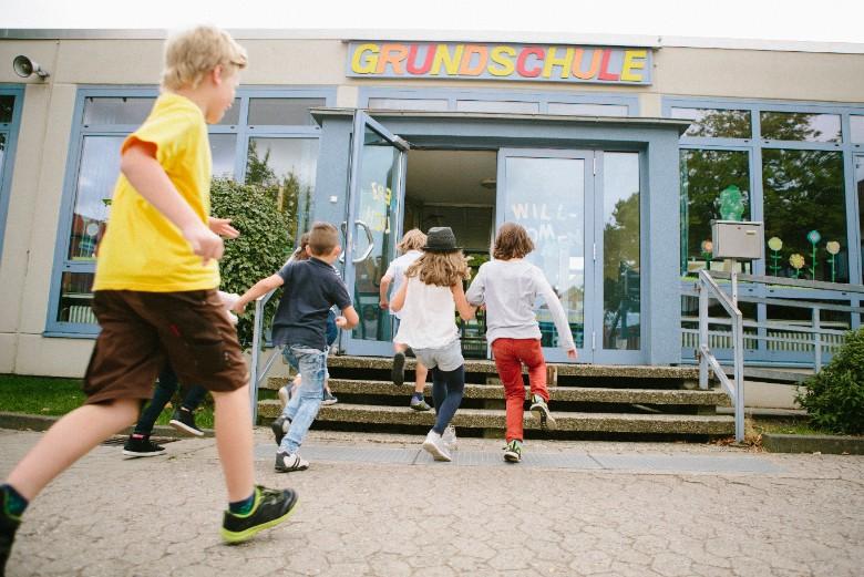 En Allemagne, les écoliers reprennent progressivement le chemin de l'école