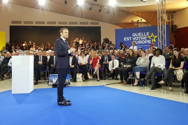 Emmanuel Macron à Epinal le mardi 17 avril, pour le premier débat en France sur les Consultations citoyennes.