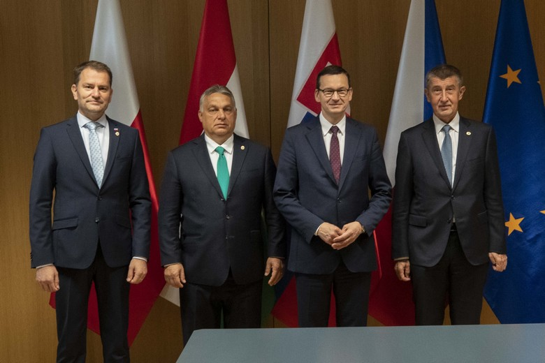 Les dirigeants des pays du groupe de Visegrad en juillet 2020. De gauche à droite : Igor Matovič (Slovaquie), Viktor Orbán (Hongrie), Mateusz Morawiecki (Pologne) et Andrej Babiš (République tchèque)