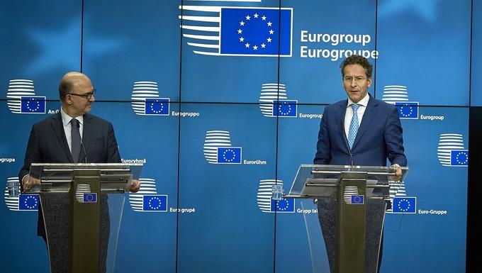Le commissaire européen aux Affaires économiques Pierre Moscovici et le président de l'Eurogroupe Jeroen Dijsselbloem, lundi 20 février 2017