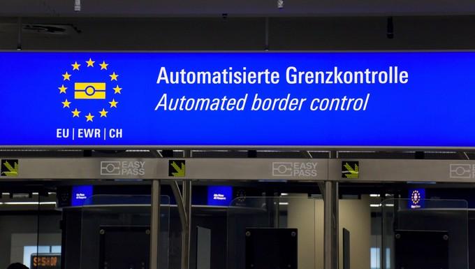Contrôle aux frontières