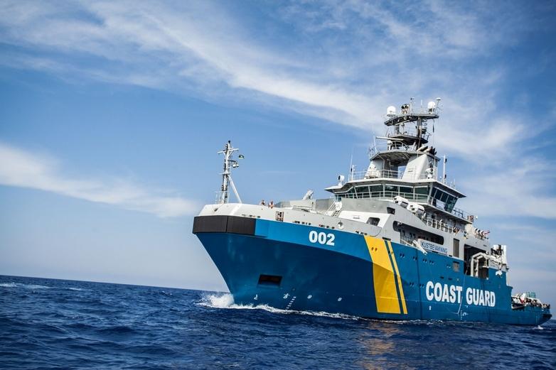 Bateau des garde-côtes de Frontex. Accusée par trois médias de maltraitance envers des migrants, l'agence qui gère les frontières extérieures de l'UE s'est défendue dans un communiqué.
