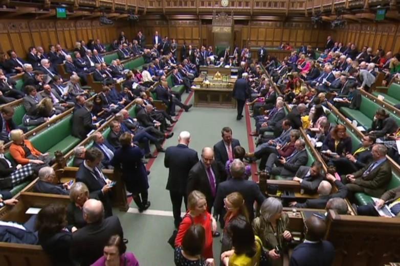 Les députés britanniques attendent le résultat d'un vote à la Chambre des communes, le 27 février - Crédits : parliamentlive (capture d'écran)