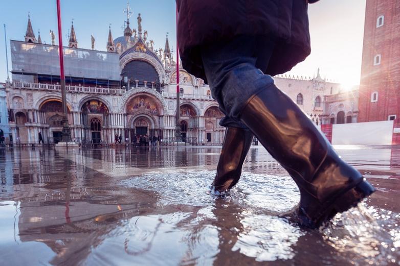 Sous l'effet du changement climatique, les inondations sont de plus en plus fréquentes en Europe. Ici, la place Saint-Marc à Venise. Crédits : iStock