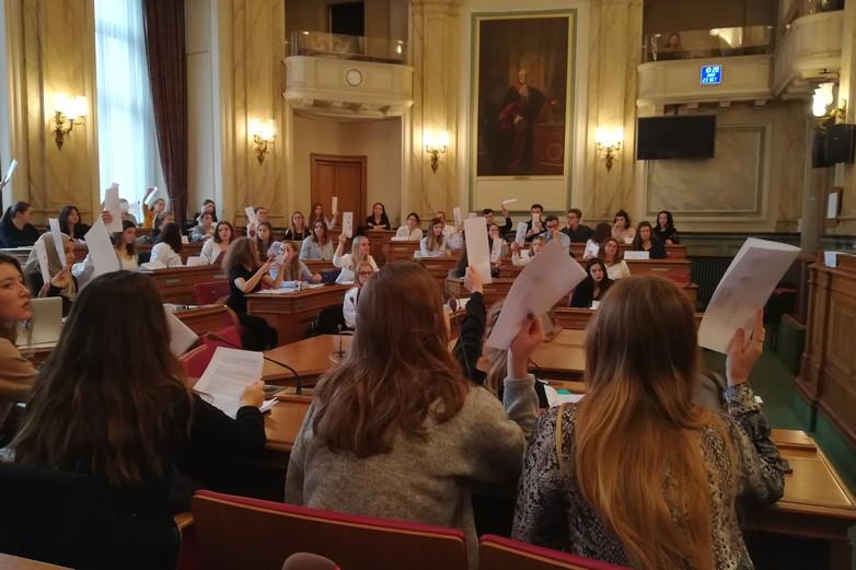 90 étudiants de l'Université catholique de Lille ont participé à l'exercice - Crédits : Marie Guitton / Toute l'Europe