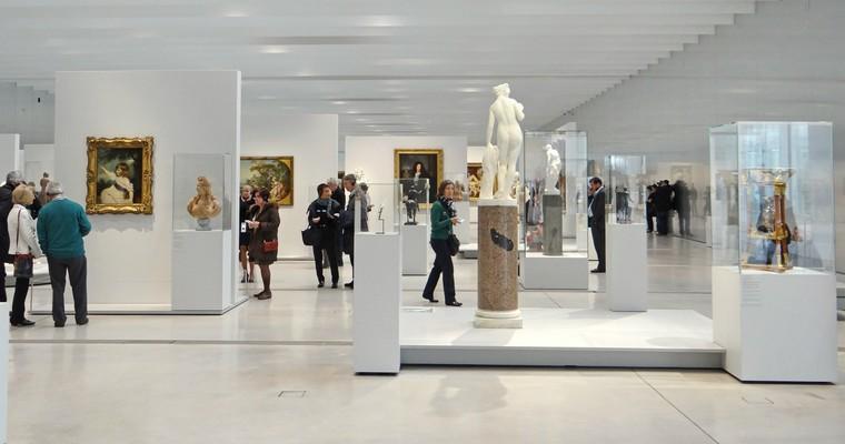 Des œuvres issues des collections du Musée du Louvre sont exposées dans la Galerie du Temps au Musée du Louvre-Lens - Crédits : Jean-Pierre Dalbéra / Wikimedia Commons