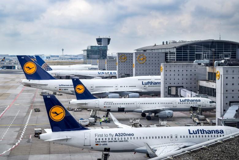 A Francfort-sur-le-Main, les avions de la compagnie aérienne Lufthansa sont cloués au sol
