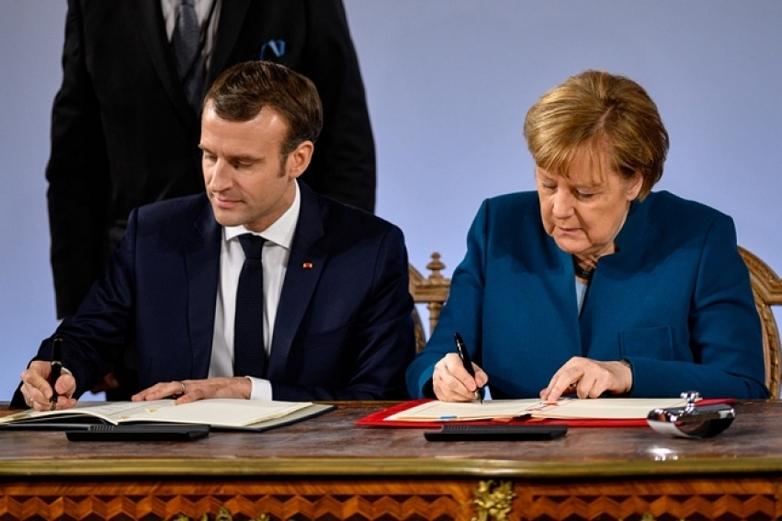 Emmanuel Macron et Angela Merkel signent le traité d'Aix-la-Chapelle le 22 janvier 2019 - Crédits : gouvernement.fr