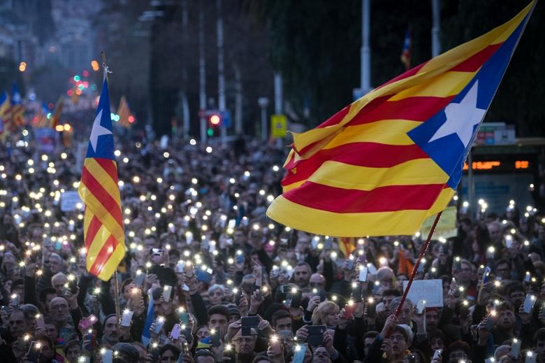 Manifestation à Barcelone contre l'arrestation de Carles Puigdemont