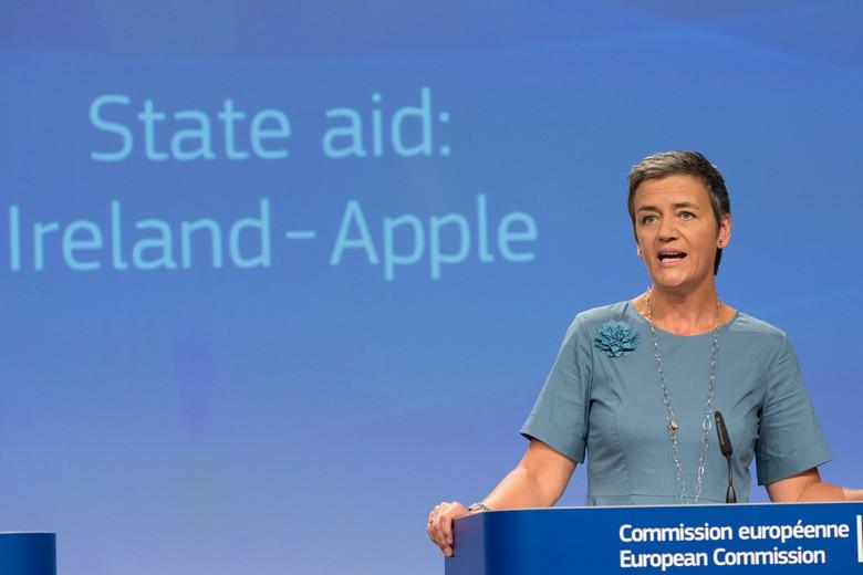 En 2016, Margrethe Vestager, commissaire européenne à la Concurrence, avait exigé qu'Apple rembourse 13 milliards d'euros à l'Irlande. Cette décision a été annulée par le Tribunal de l'Union européenne le 15 juillet 2020
