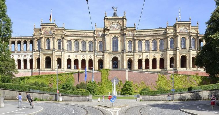 e Maximilianeum (façade ouest) est le siège du Landtag de Bavière, à Munich