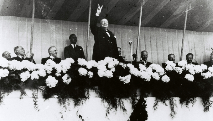 Winston Churchill au Congrès de la Haye