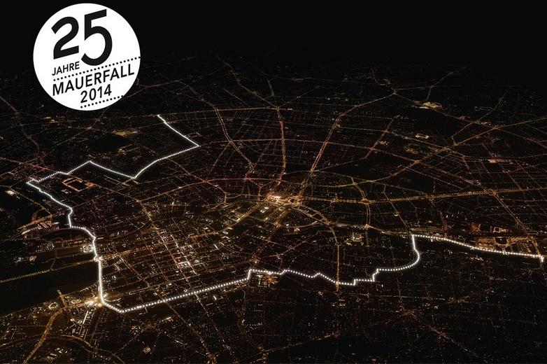 Guirlande de lumière, composée de milliers de ballons lumineux : 25e anniversaire de la chute du Mur