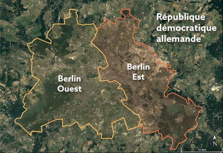 Berlin Ouest, enclavé dans la République démocratique allemande, et séparé de Berlin Est par le mur en 1989 - Crédits : Google Earth / capture d'écran