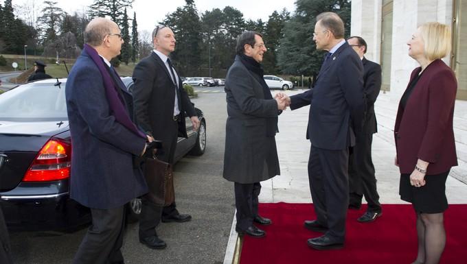 Le président chypriote grec Nicos Anastasiades (à gauche) accueilli par Micheal Møller, directeur de l'ONU à Genève