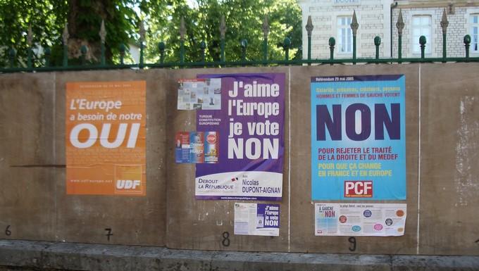 Affiches électorales lors de la campagne pour le référendum sur la Constitution européenne de 2005