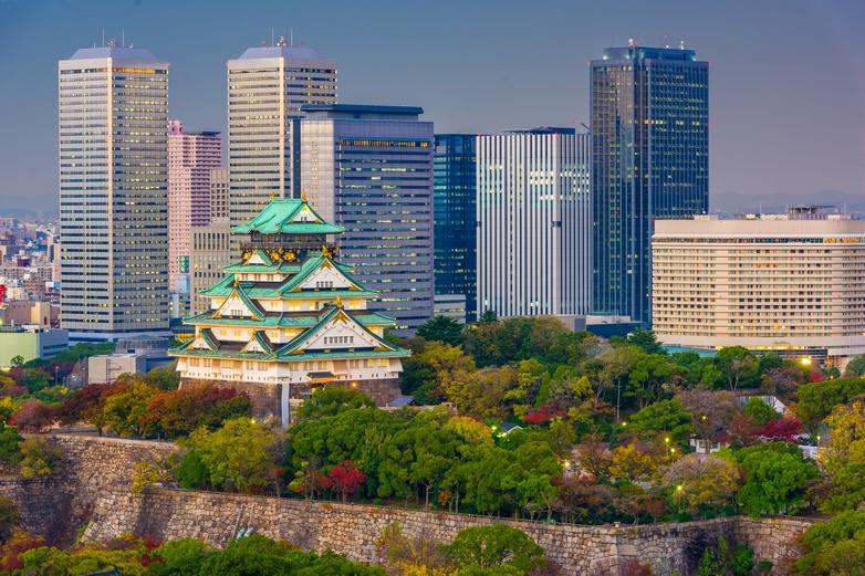 Château et quartier des affaires d'Osaka (Japon) - Crédits : Sean Pavone / iStock