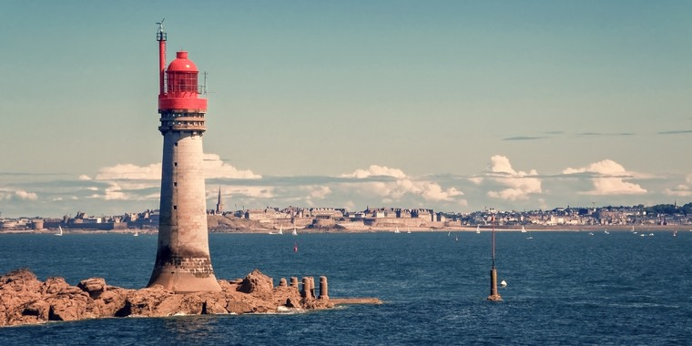 toile de fond la ville de Saint-Malo - Crédits : iStock