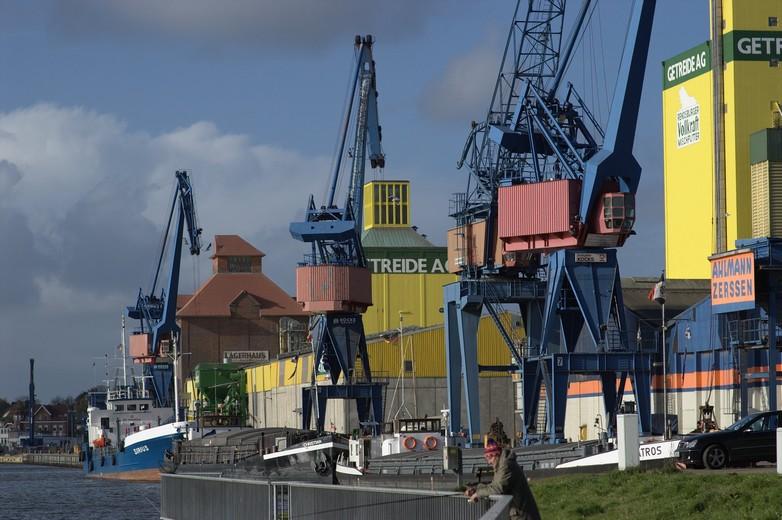 Vue d'un port industriel dans le Schleswig-Holstein situé au Nord de l'Allemagne. C'est l'un des Länder les plus pauvres du pays, en termes de PIB par habitant.