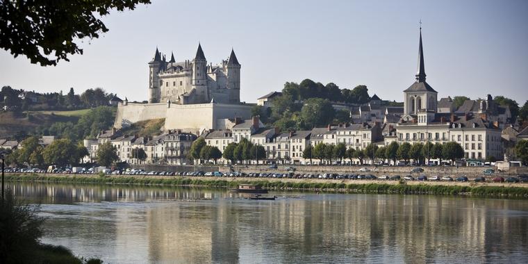 Saumur, ville du Maine-et-Loire traversée par la Loire - Crédits : tma1 / iStock