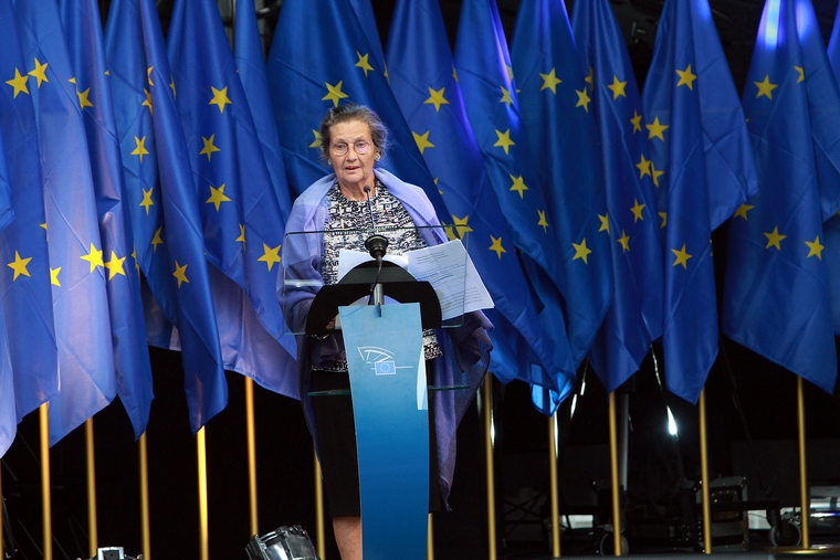 Simone Veil lors de l'inauguration de l'agora portant son nom à Bruxelles le 30 août 2011 - Crédits : epp group / Flickr
