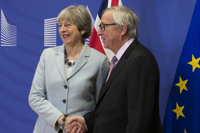 Juncker à la Maison Blanche, incendies en Europe, Carles Puigdemont à Bruxelles, Brexit… les 4 infos de la semaine à retenir