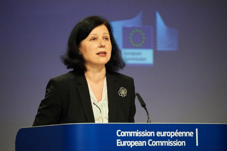 Mercredi 29 avril la commissaire européenne Vĕra Jourová, a annoncé le lancement d'une quatrième procédure judiciaire à l'encontre de la Pologne pour non-respect de l'état de droit