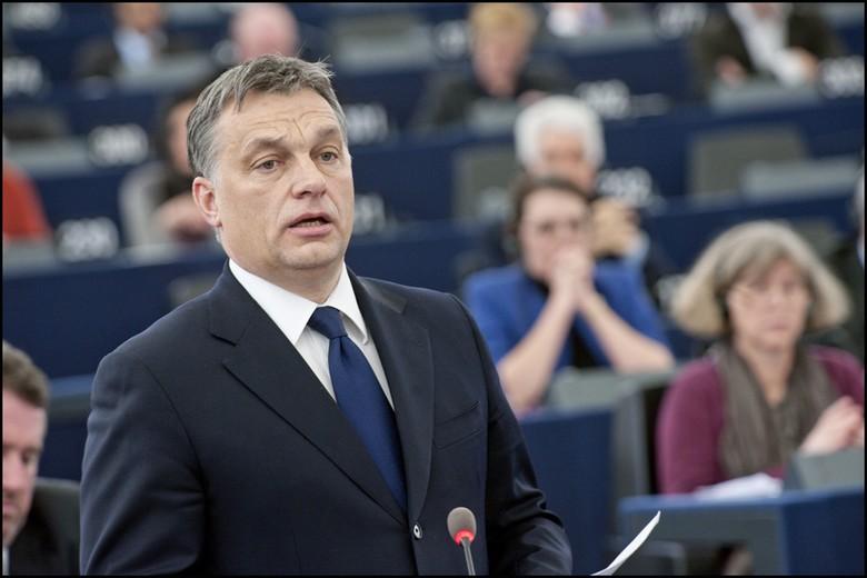 Lundi 30 mars, le premier ministre hongrois Viktor Orbán a fait passer devant le parlement une loi étendant l'état d'urgence pour une durée illimitée