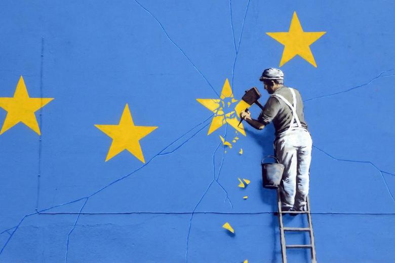 A Douvres, le street artiste Banksy a peint une œuvre sur la façade d'un immeuble de la ville pour faire part de son rejet du Brexit