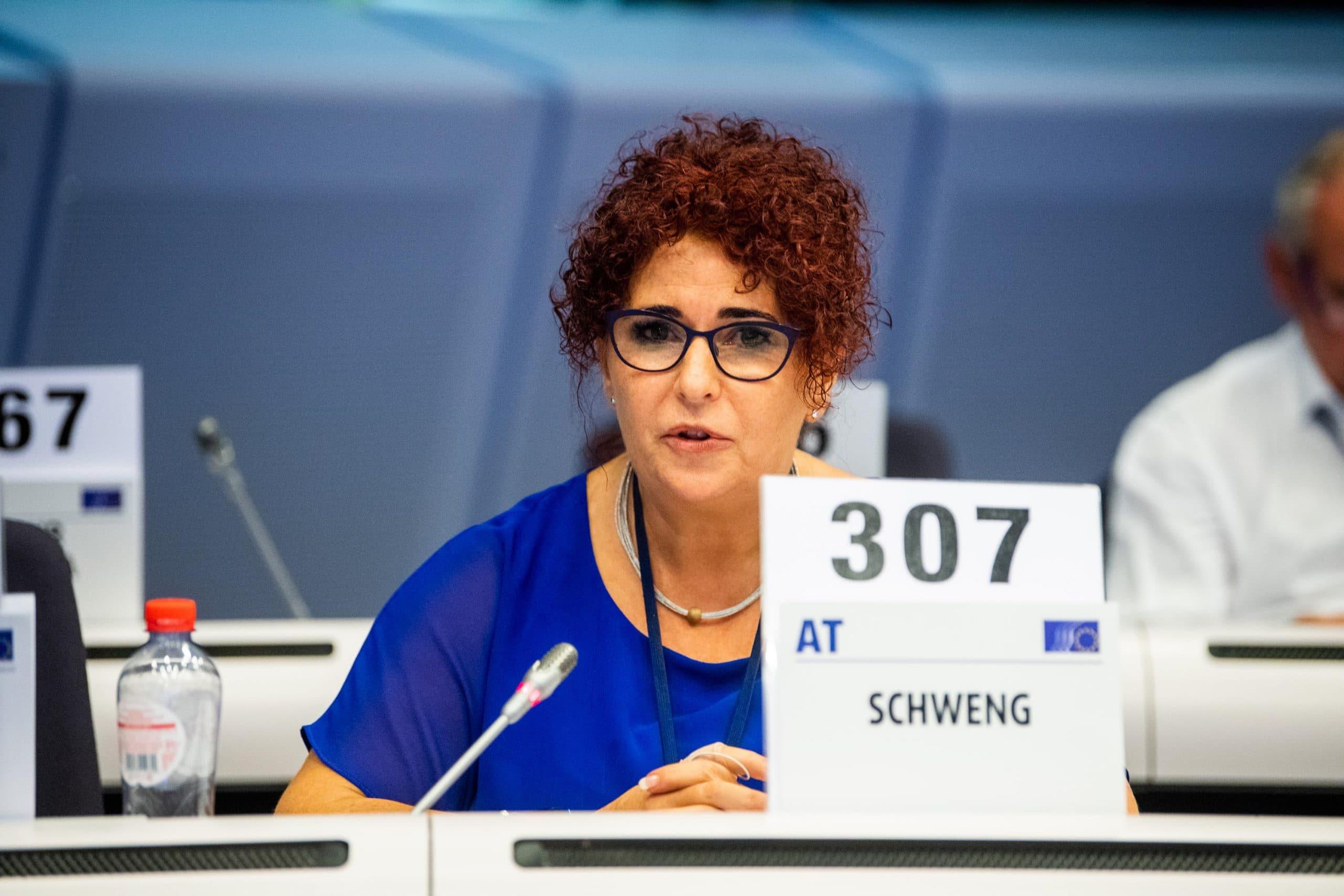 Le 28 octobre 2020, l'Autrichienne Christa Schweng, du groupe des travailleurs, a été élue présidente du CESE