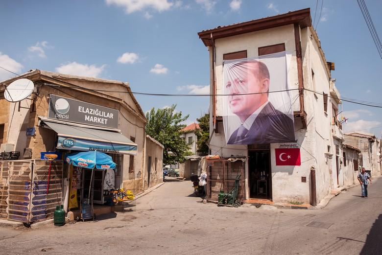 L'ombre d'Ankara a plané sur l'élection présidentielle du 11 octobre, dans la partie turque de Chypre, tout comme dans les rues du nord de Nicosie