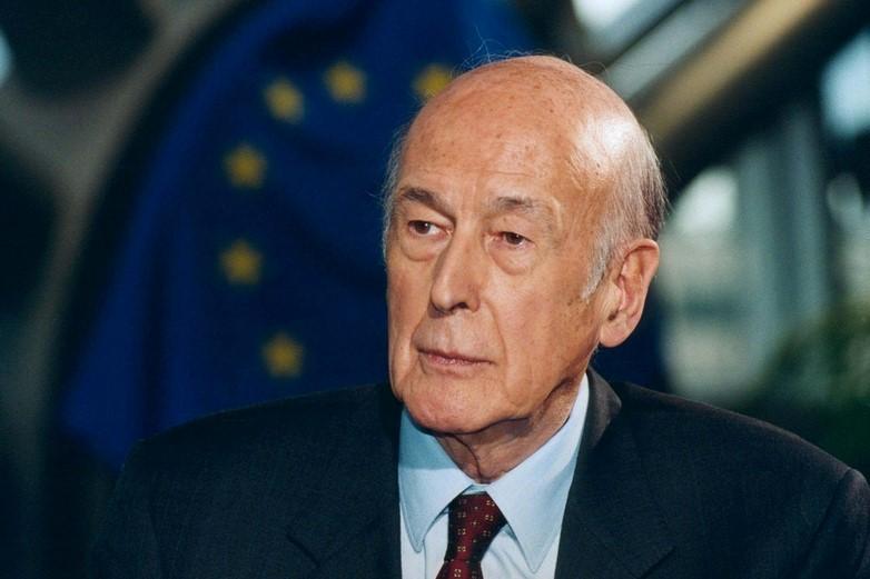 Valéry Giscard d'Estaing, lors d'une réunion de la Convention sur l'avenir de l'Europe, en 2002 - Crédits : Parlement européen