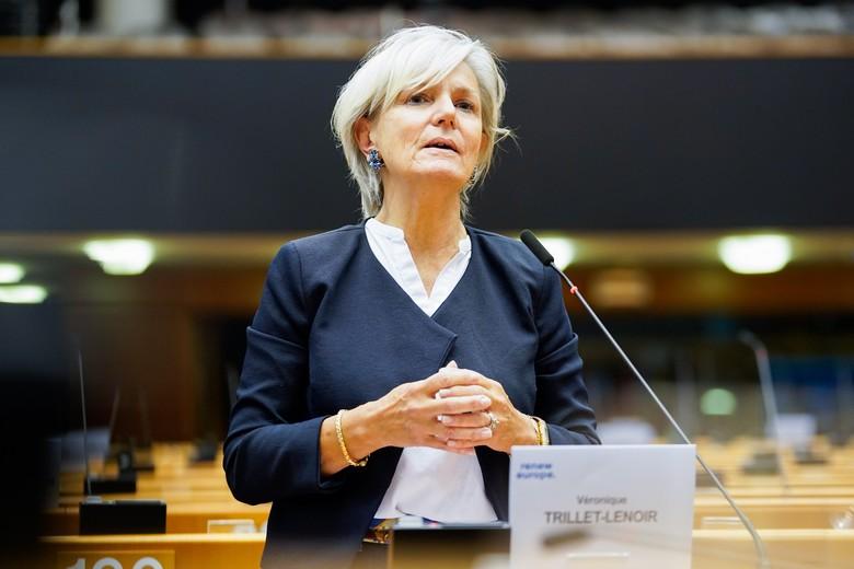 Véronique Trillet-Lenoir prend la parole au sujet du vaccin contre le Covid-19 lors de la session plénière du Parlement européen le 14 mai 2020 - Crédits : Parlement européen / Daina LE LARDIC